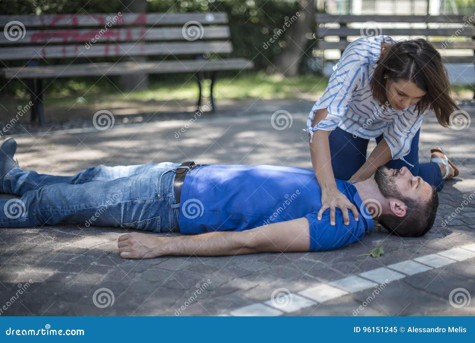 Девушки помогают парню, форум эротических историй