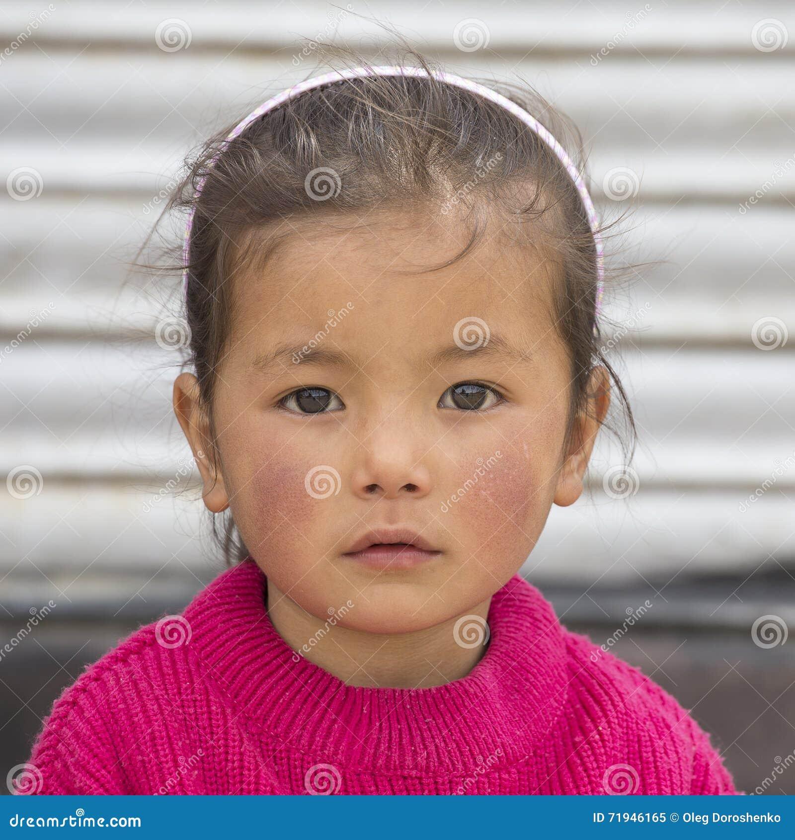 Девушка портрета тибетская в Ladakh Индия