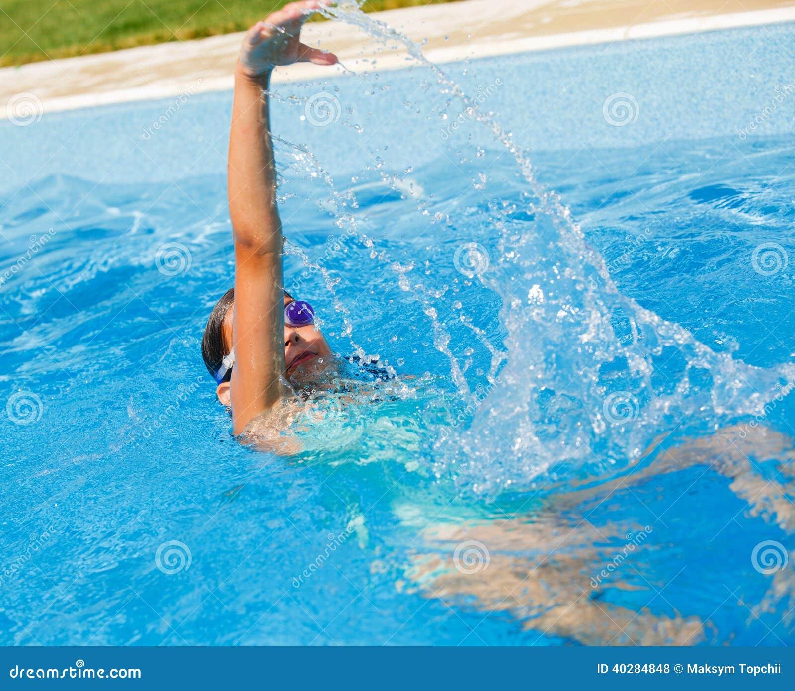 Девушка подводная