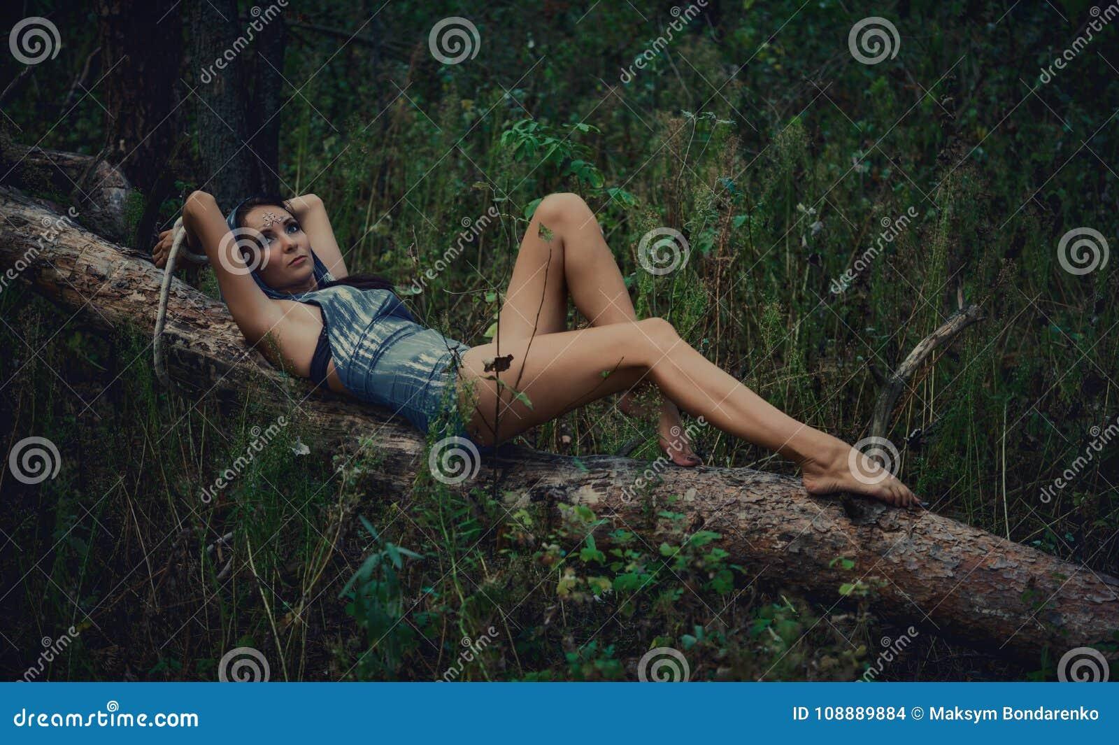 Привязали голой в лесу это