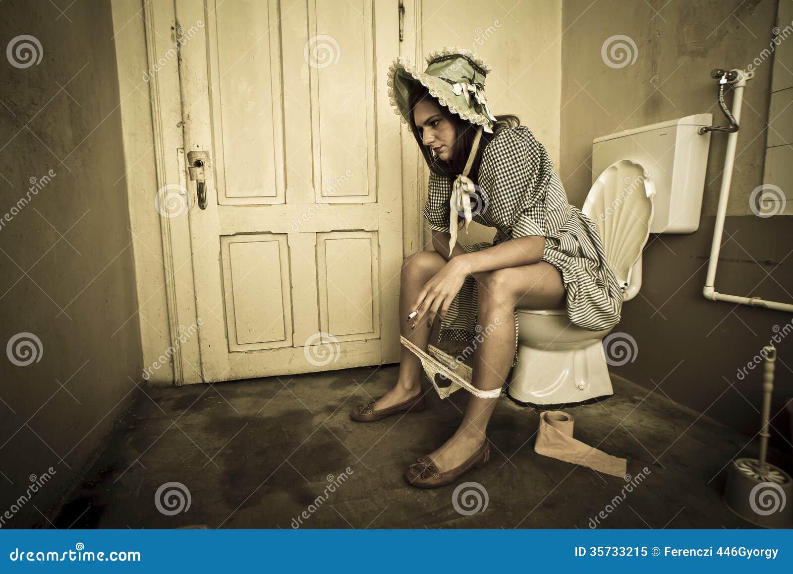 Смотреть туалетное унижение, туалетные унижение 21 фотография