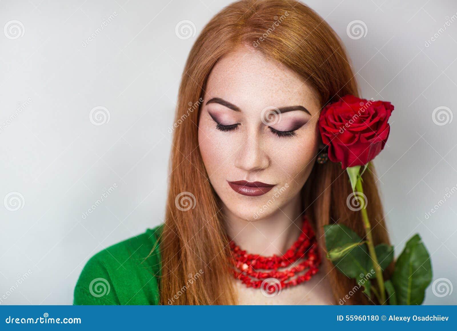 Девушка модель работы с датами ищем лицо бренда