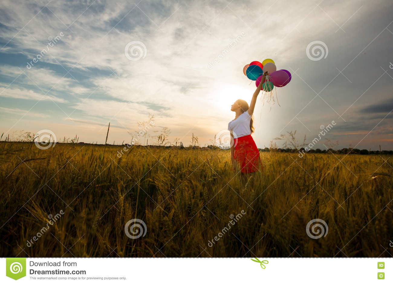 Девушка с шарами цифрами