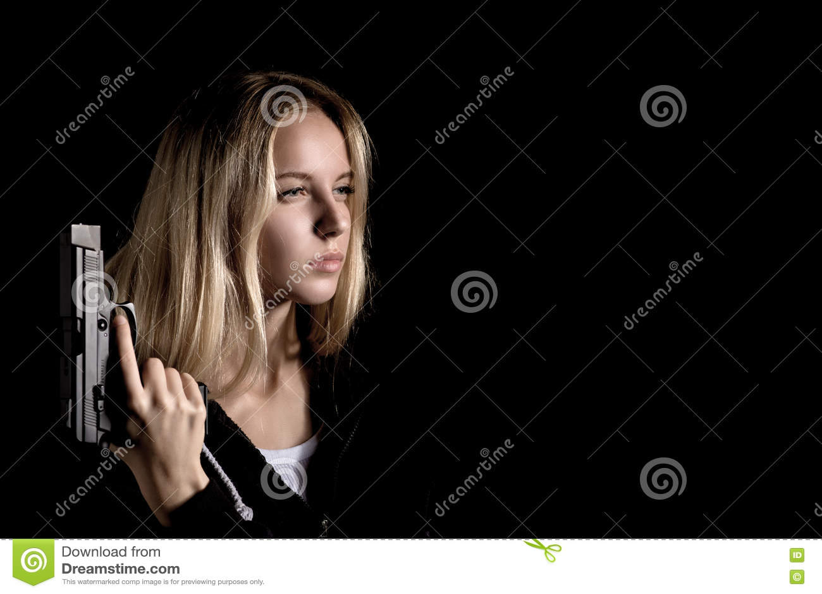 Девушка с пушкой