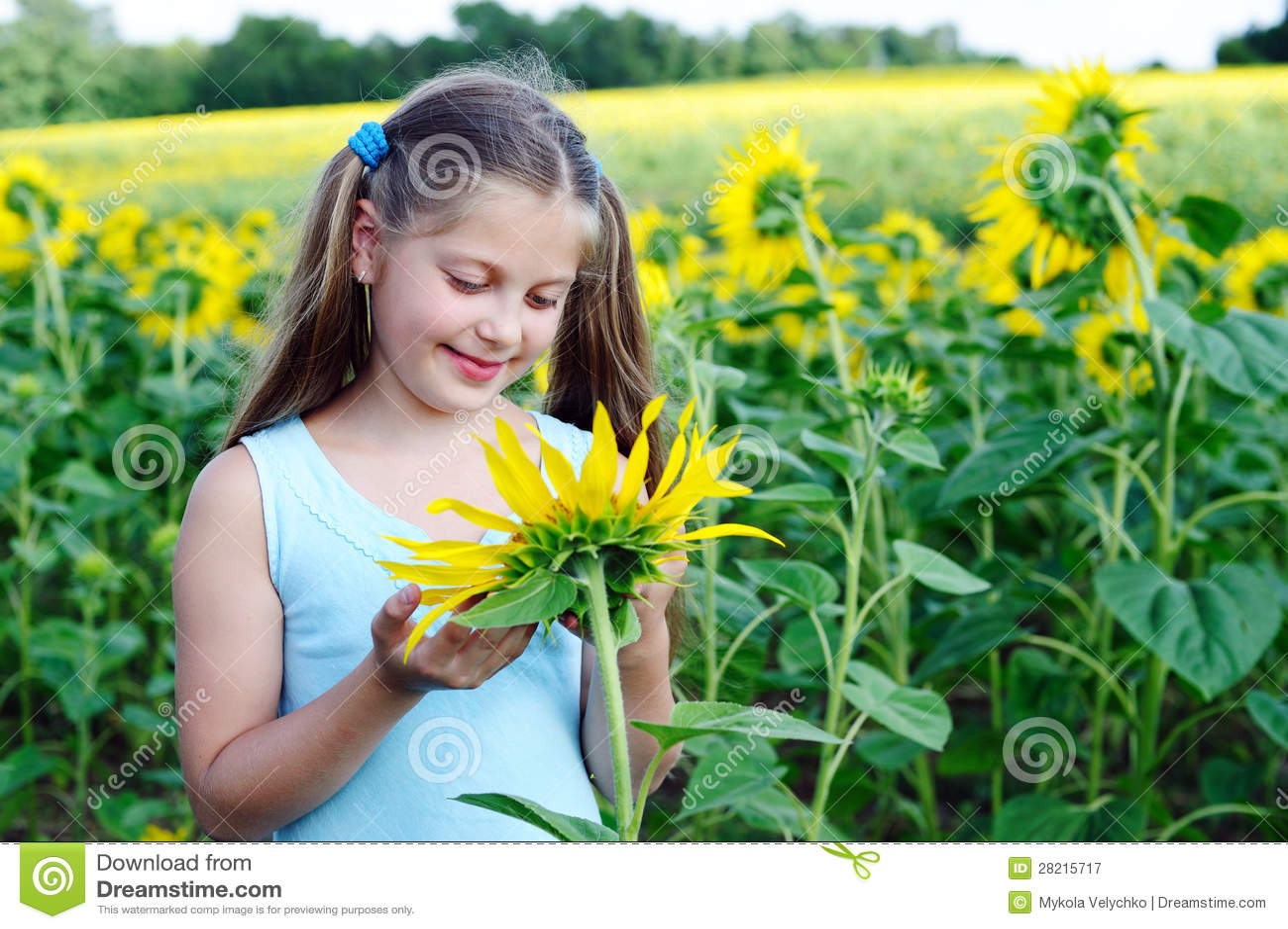 Девушка с солнцецветом