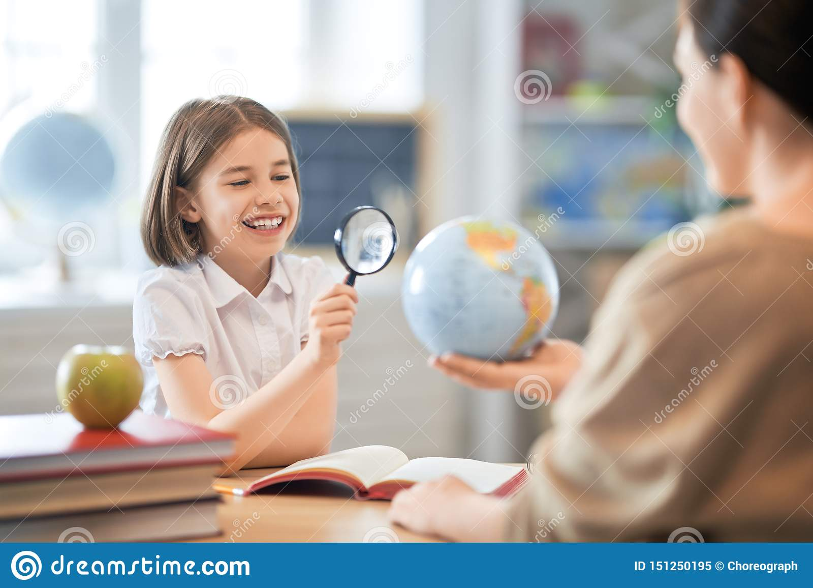 Девушка с учителем в классе