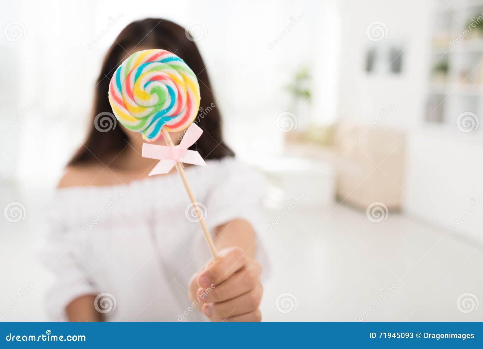 Девушка с Lollipop