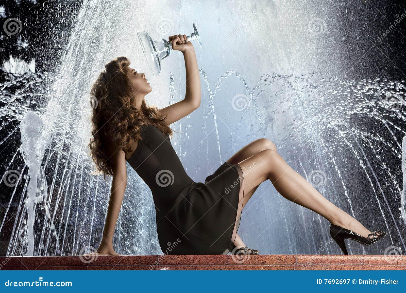 девушка фонтана