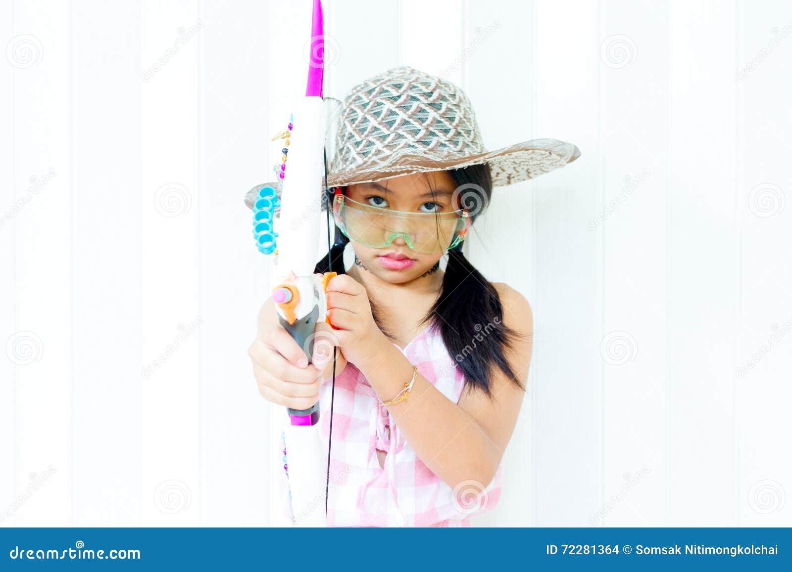Download Девушка фотомодели над предпосылкой Pos девушки красоты стильный милый Стоковое Фото - изображение насчитывающей сторона, одежда: 72281364