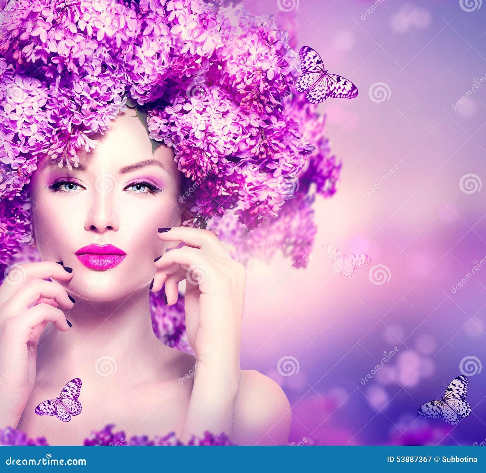 Девушка фотомодели с сиренью цветет стиль причёсок