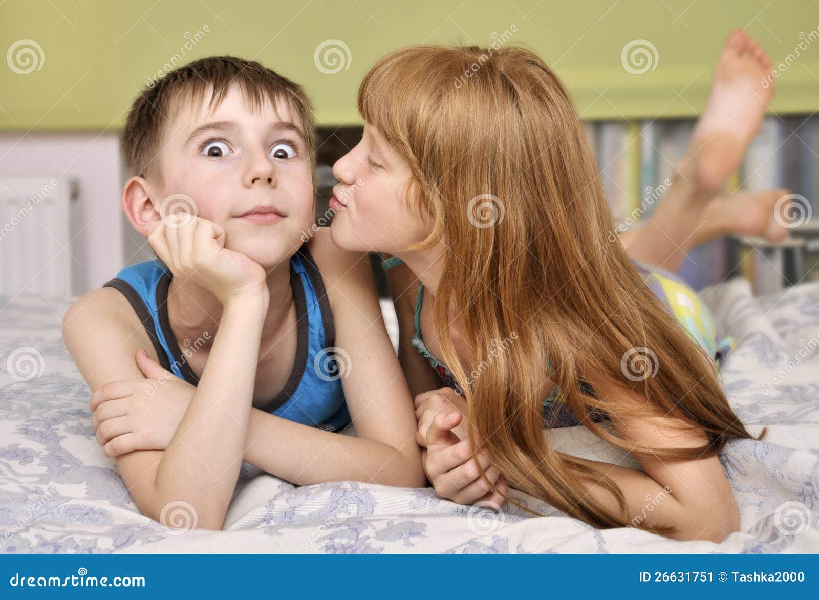 Трахает маленькую подругу, Большой мужик трахает маленькую девушку видео 22 фотография