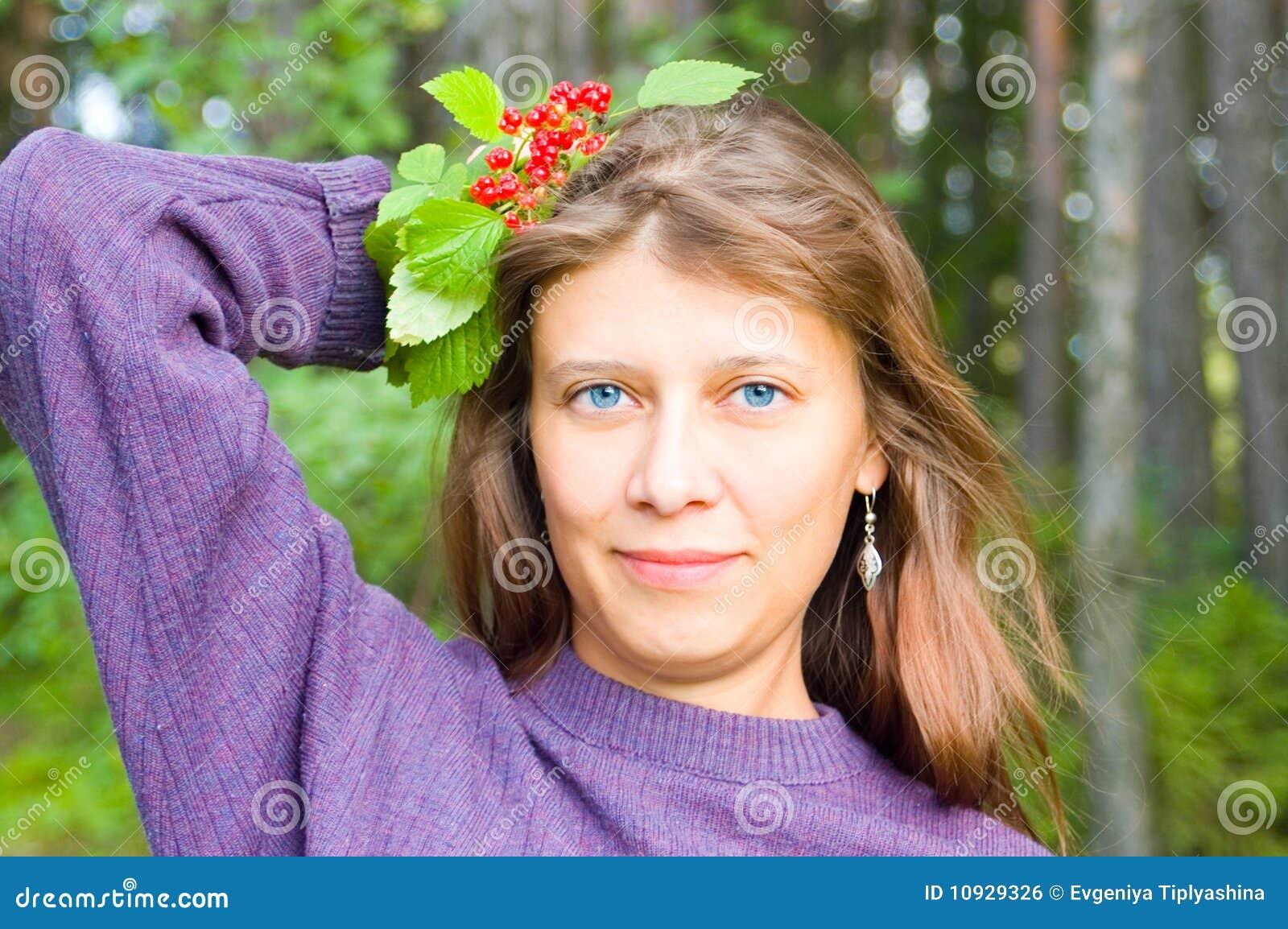 девушка ягод