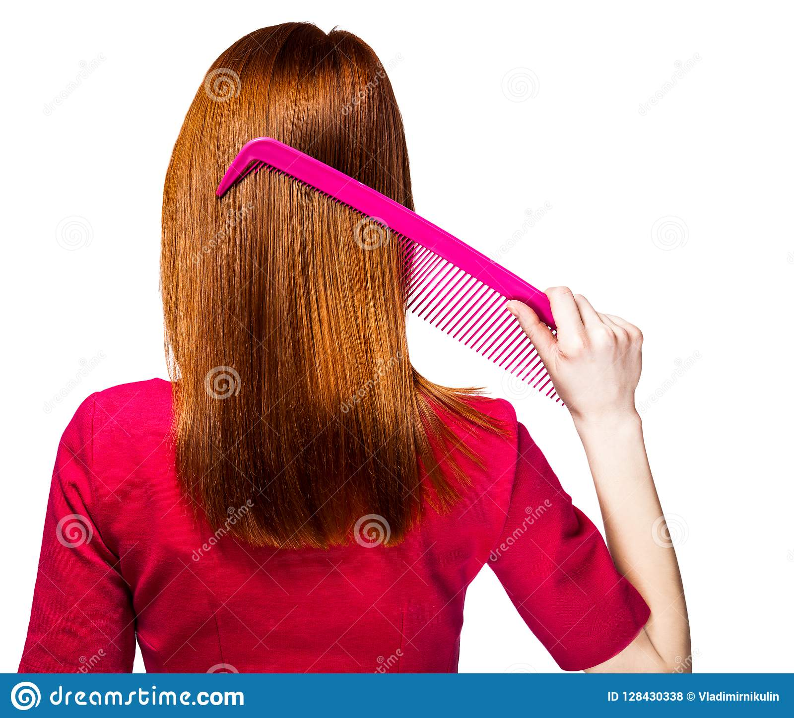 Девушка Redhead с большим гребнем
