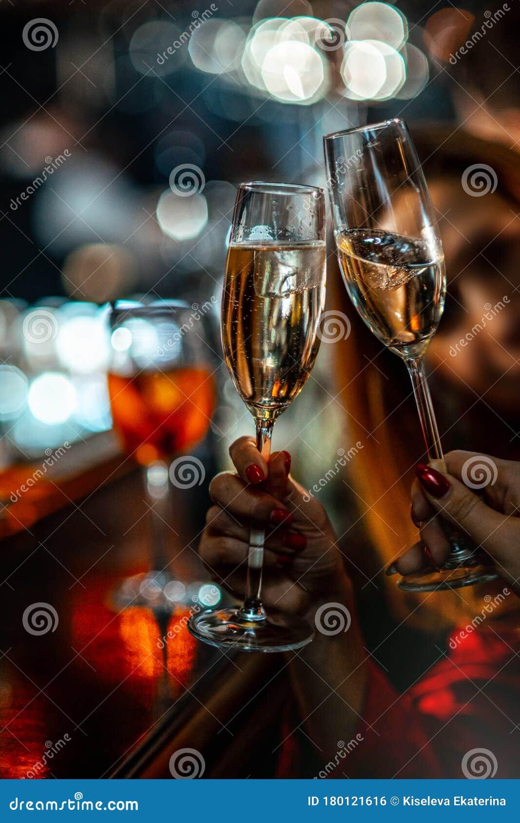 Девушек бьют в ночном клубе ночной клуб закрыты стрептиз