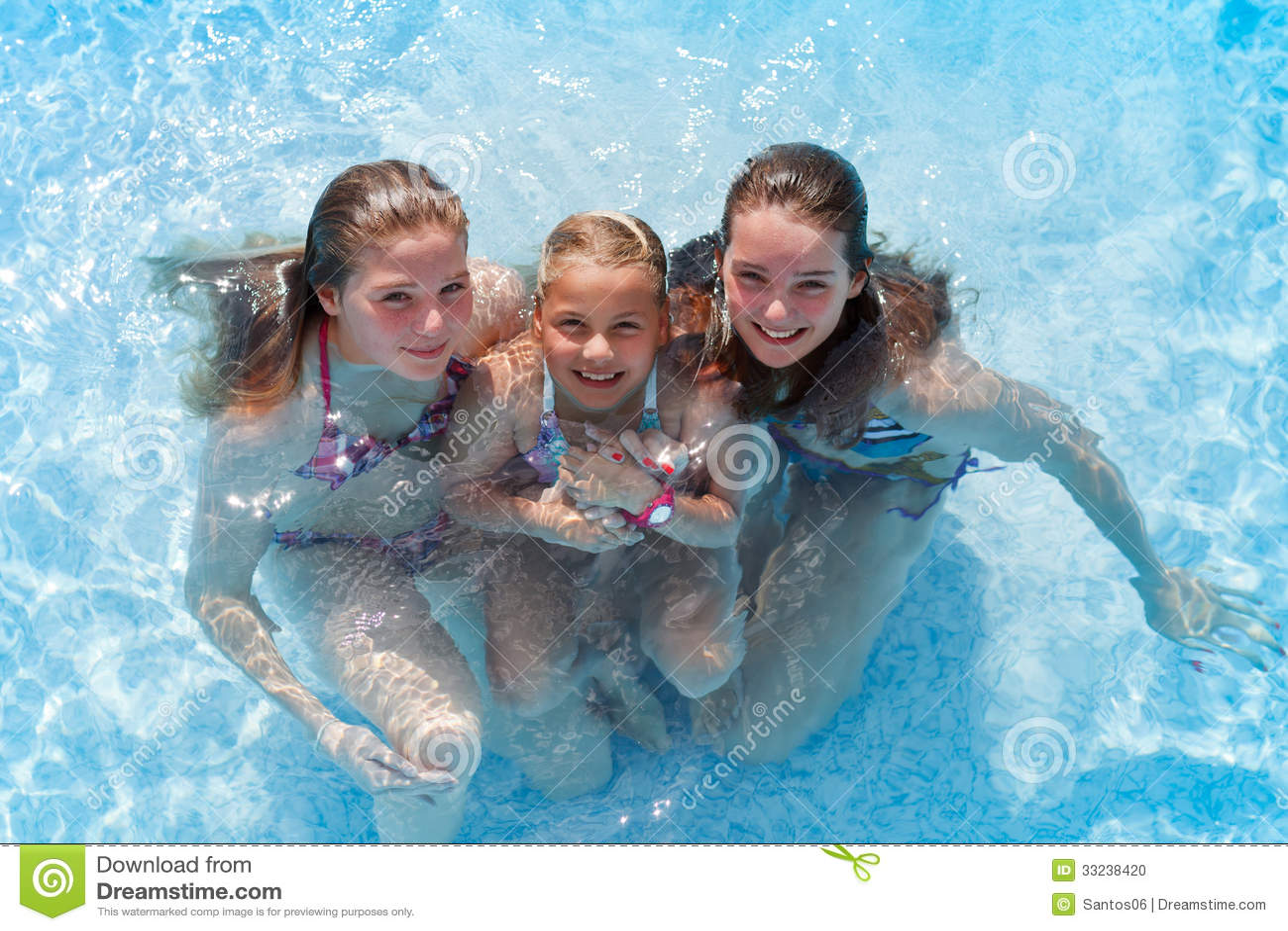 Три девки а бассейне фото 367-633