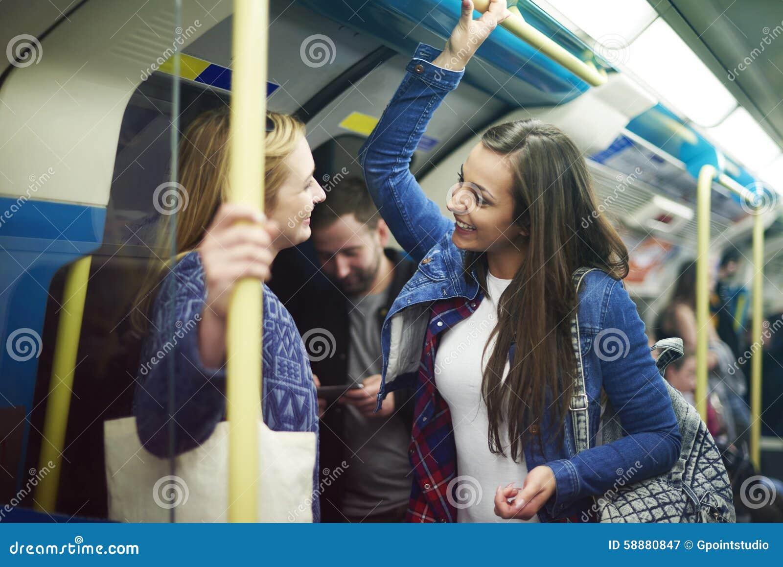 Работа девушки в метро работа для девушки в запорожье