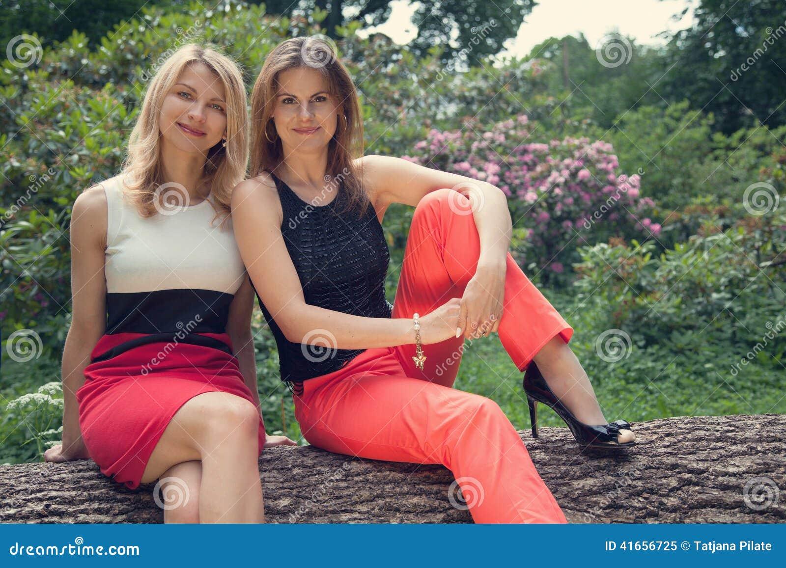 Девушки в пуще