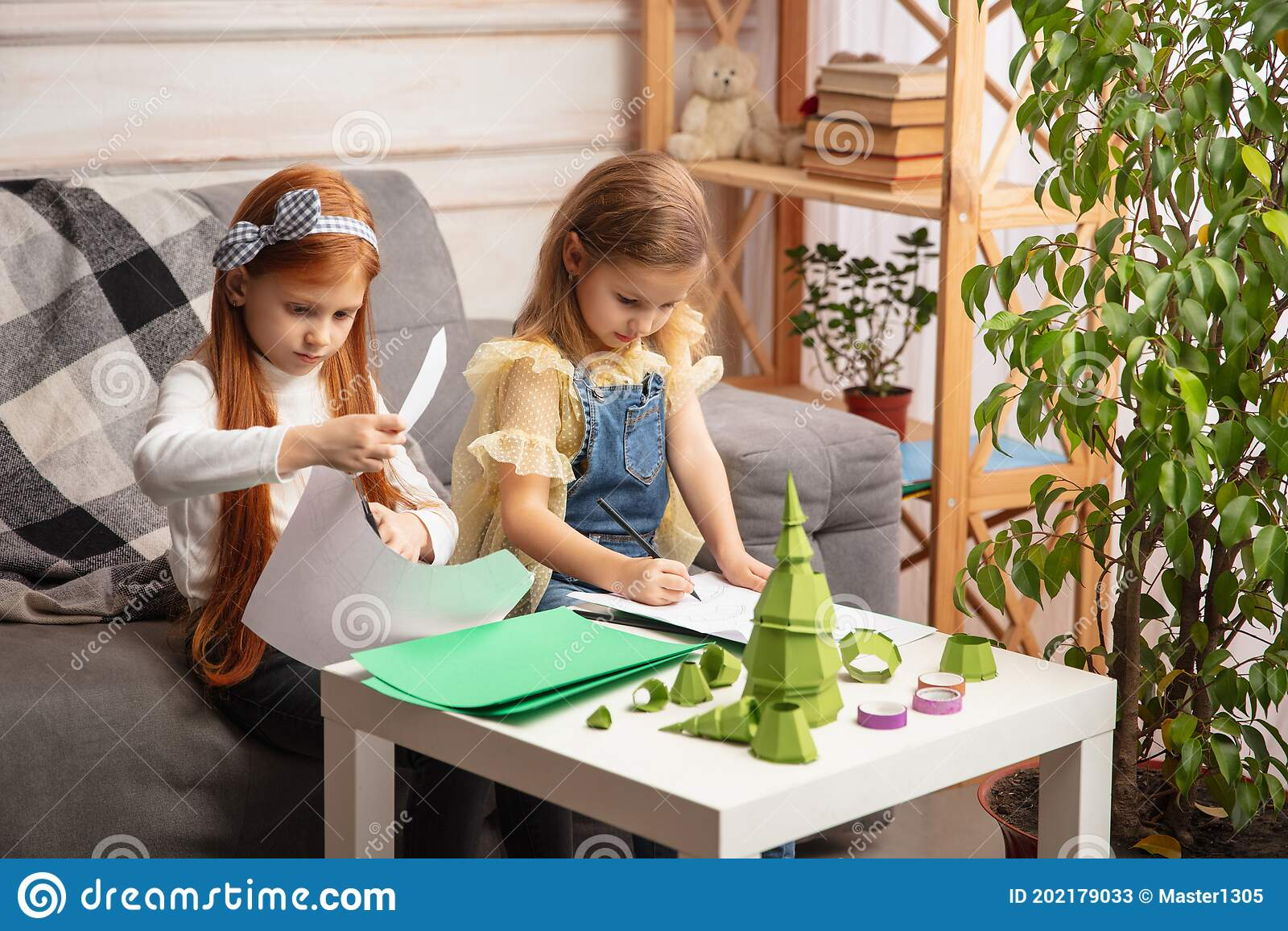 Работа девушкам с детьми лера журавлева
