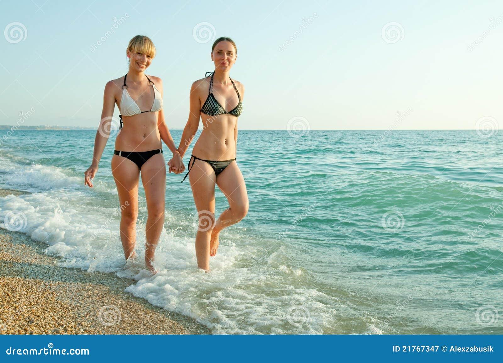 девки н море фото