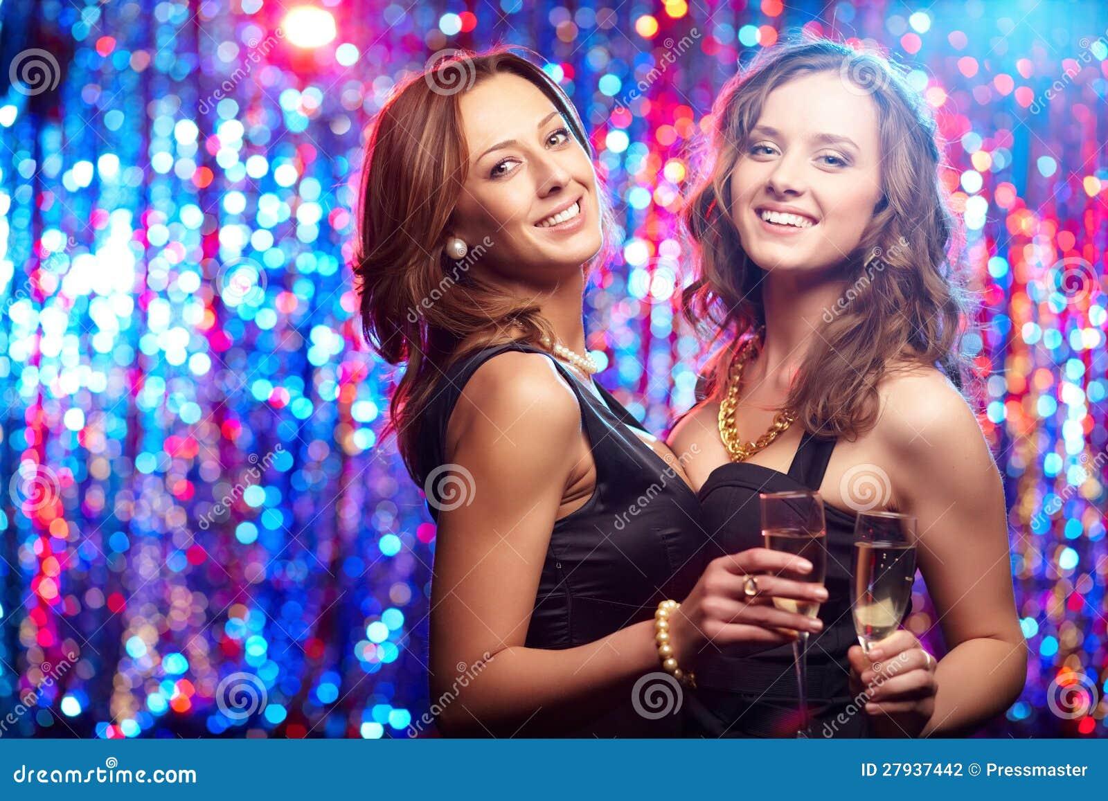 Телочки на дискотеках, Порно Вечеринки. Смотреть порно ролики онлайн 21 фотография