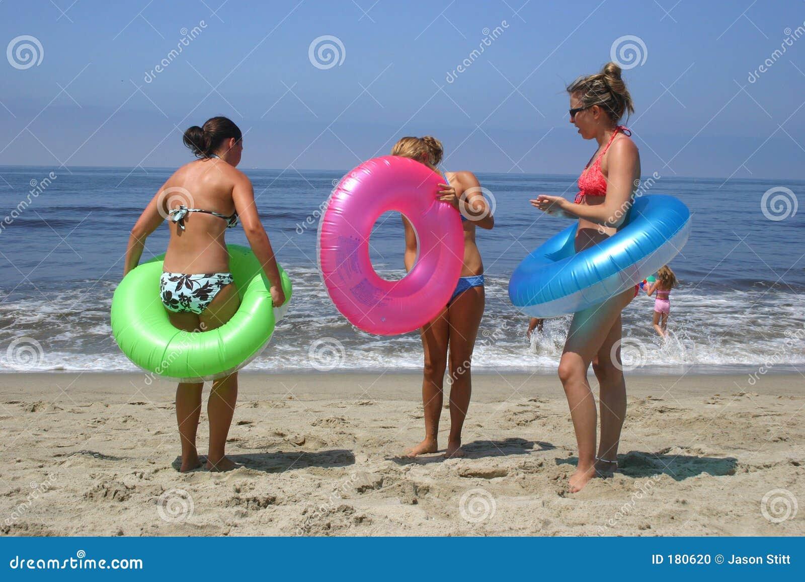 девушки пляжа