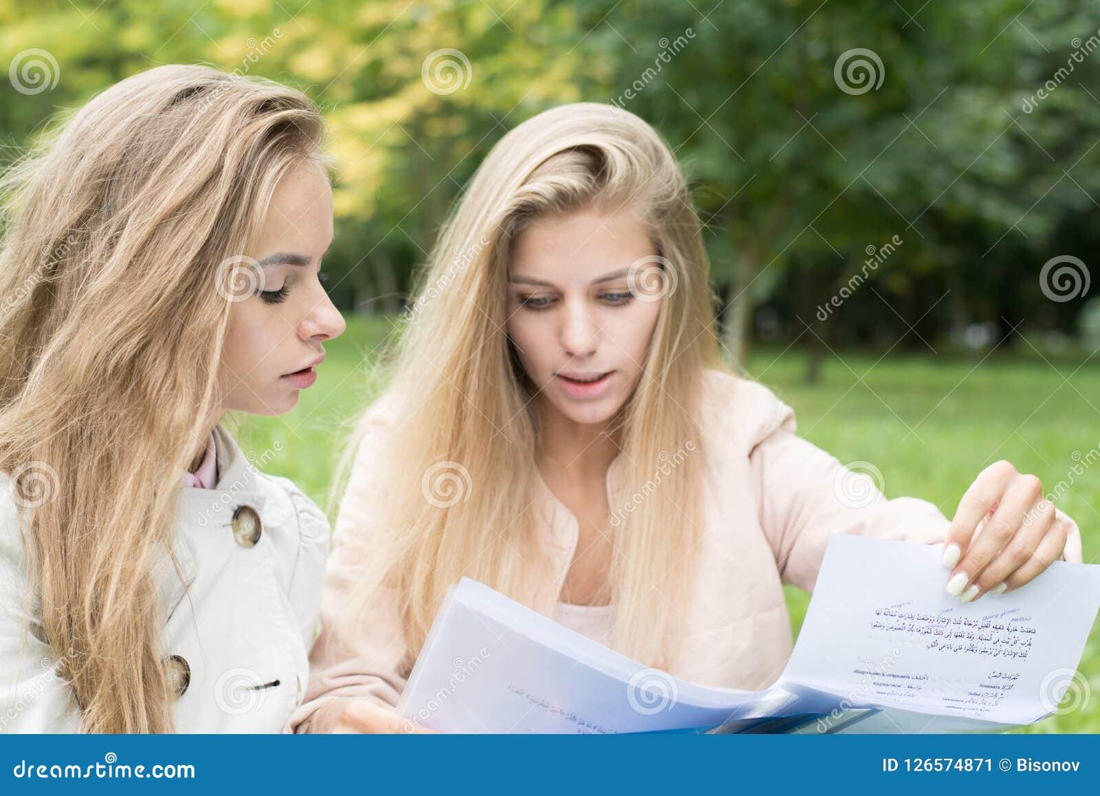 Студентке работа девушке работа за границей девушке высокооплачиваемая