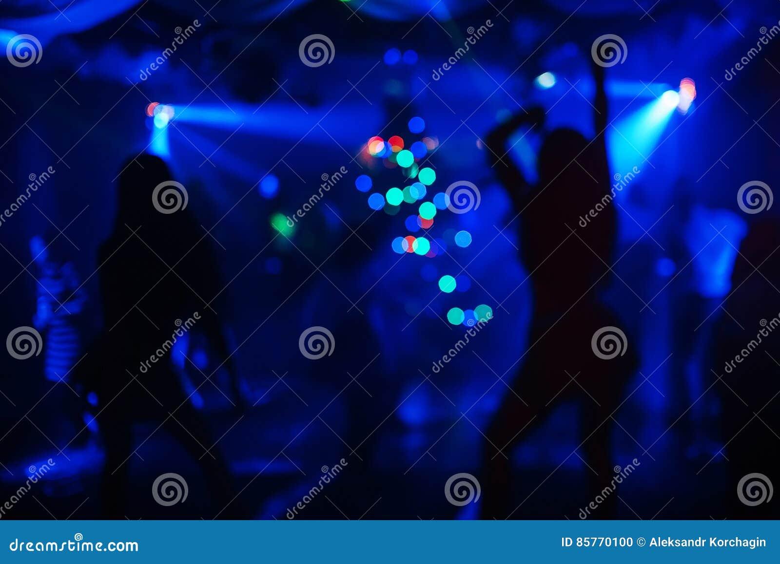 Девушки в ночном клубе фото танцуют спортивный клуб в москве бесплатно