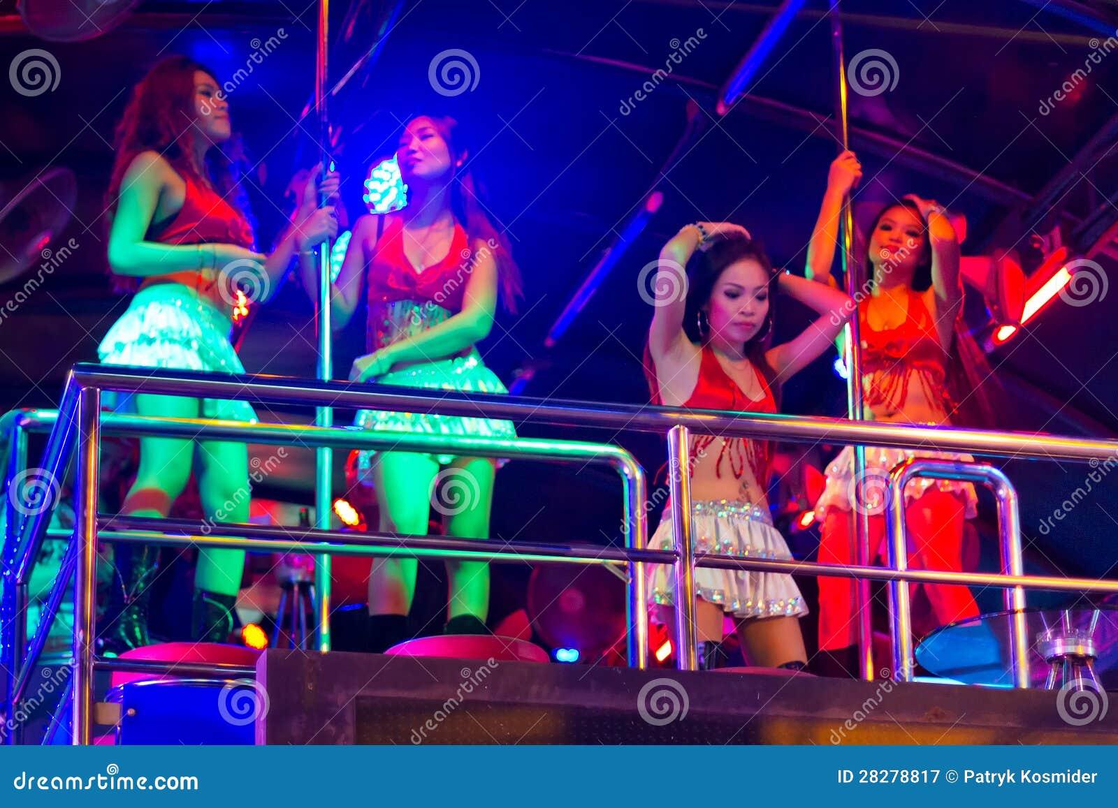 Фото сексуальных девушек в клубах 18 фотография