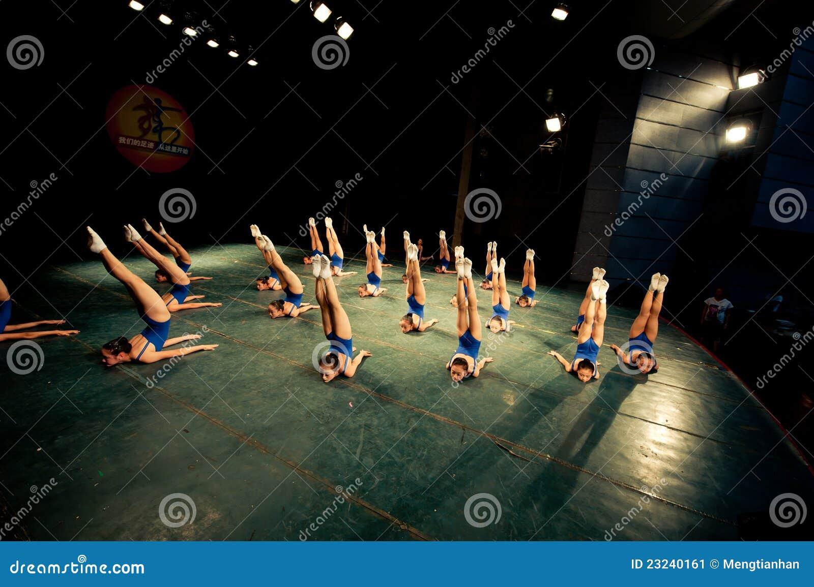 Девушки тренировки танцы