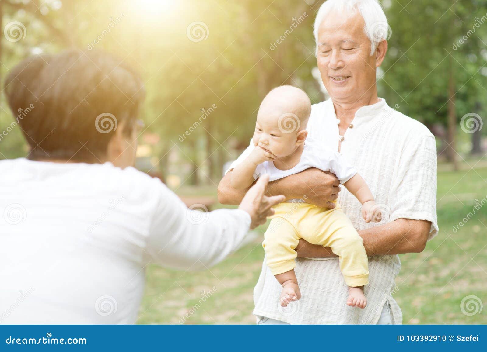 Деды и внук