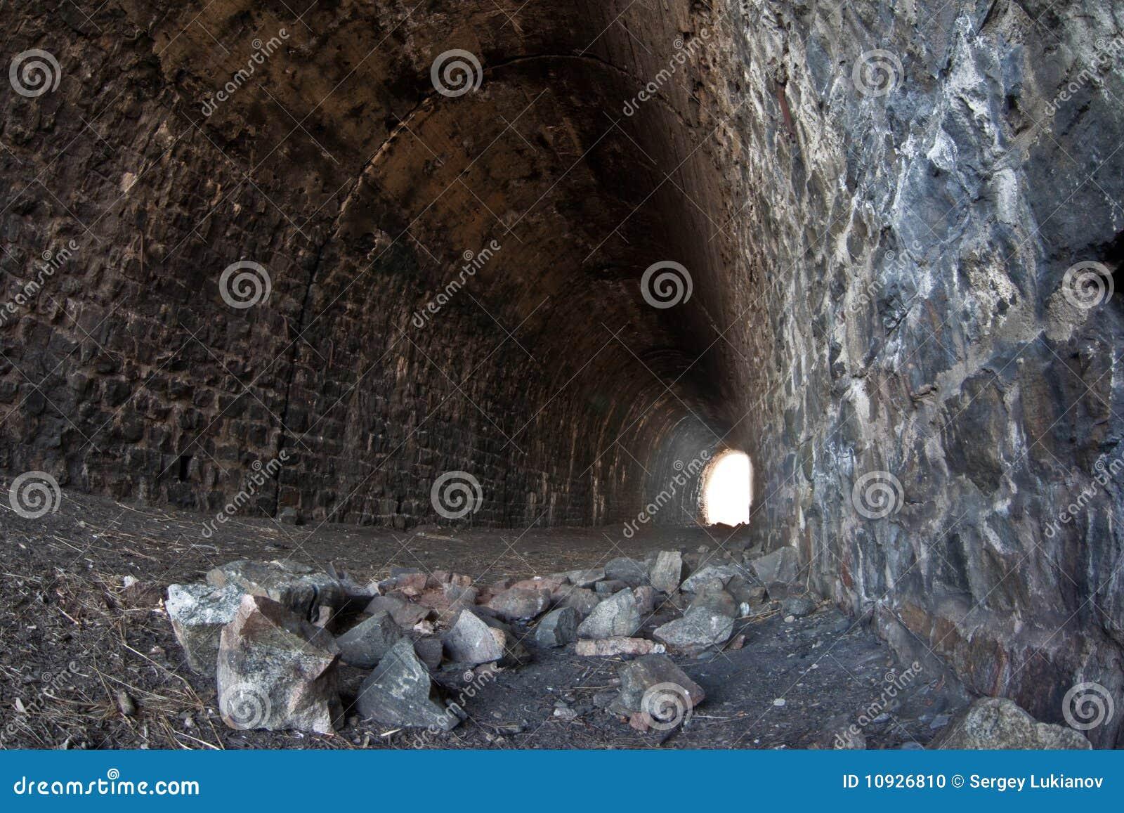 дезертированный тоннель