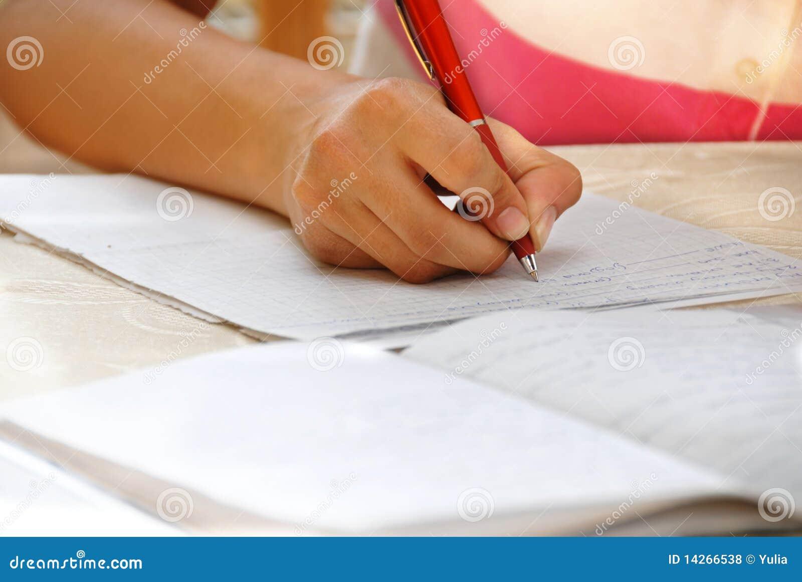 делать ее школьницу домашней работы