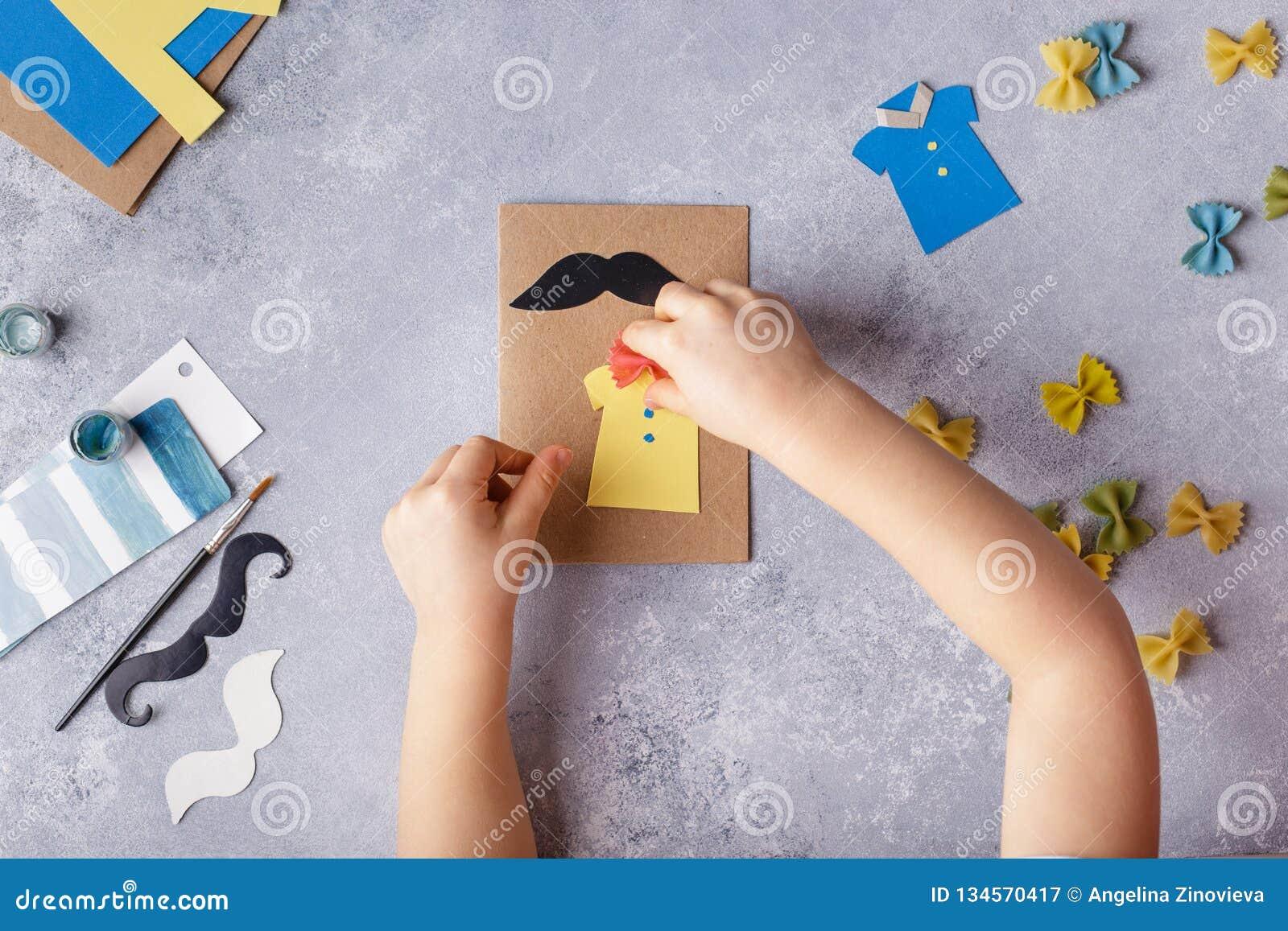 Делать поздравительную открытку на день отцов Рубашка с бабочкой от макаронных изделий Карта от бумаги усик Проект искусства дете
