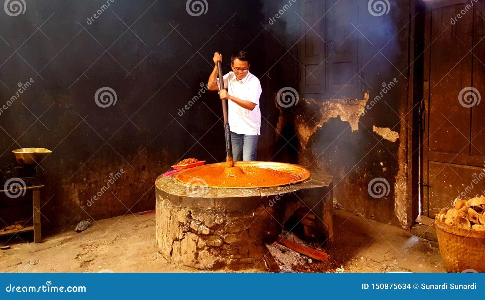 Делающ из традиционной еды из риса, кокос сахара & молока