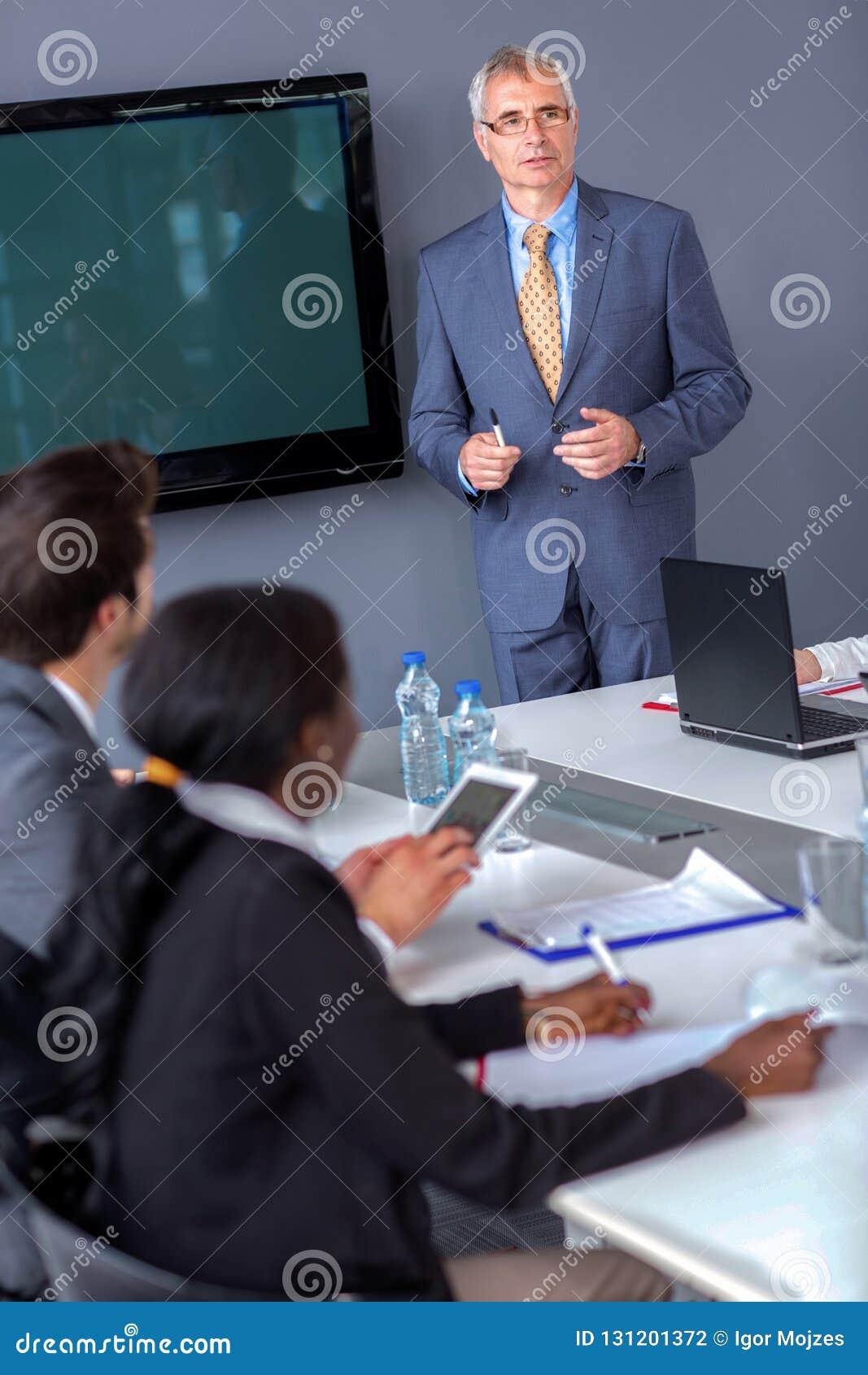 Деловая встреча владением менеджера