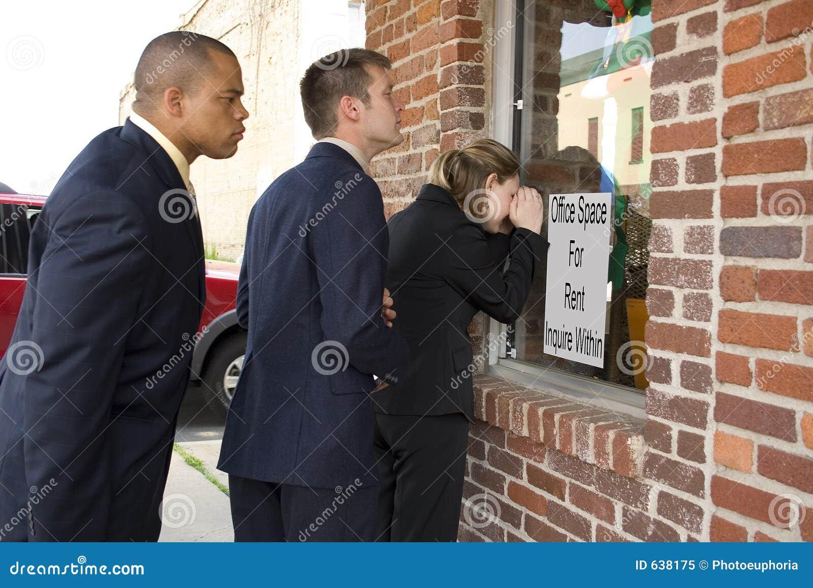 Download дело смотря окно команды стоковое изображение. изображение насчитывающей офис - 638175