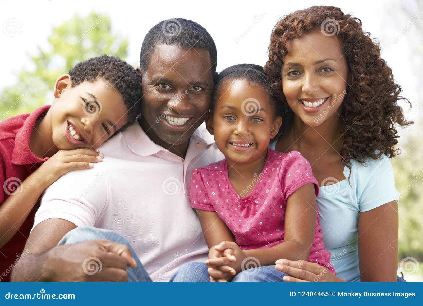 день наслаждаясь парком семьи