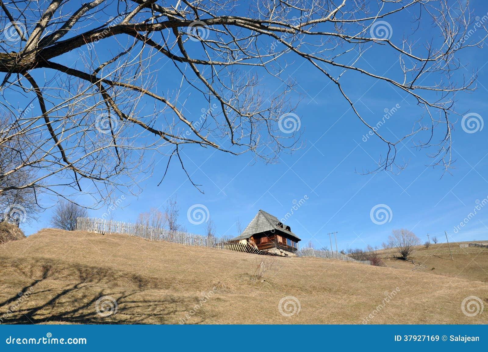 Деревенский деревянный дом
