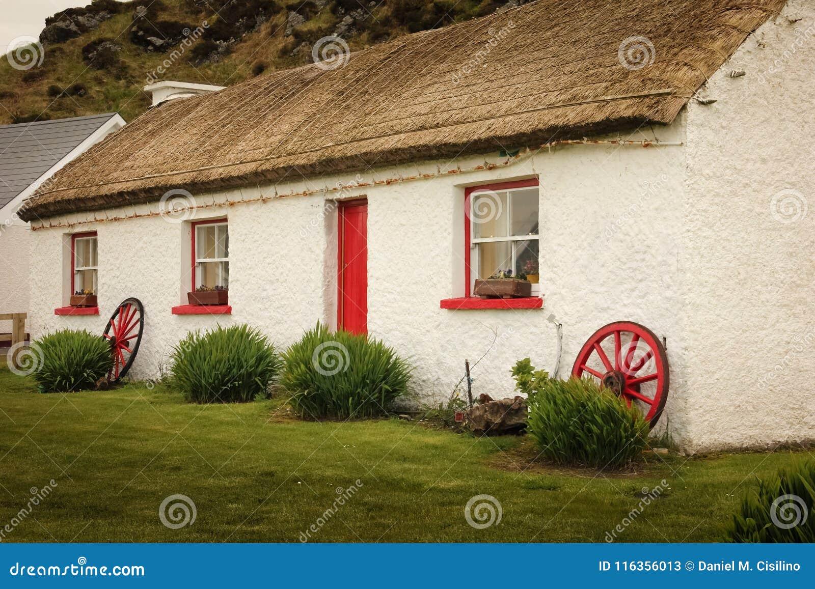 Деревня людей Glencolumbkille Графство Donegal Ирландия