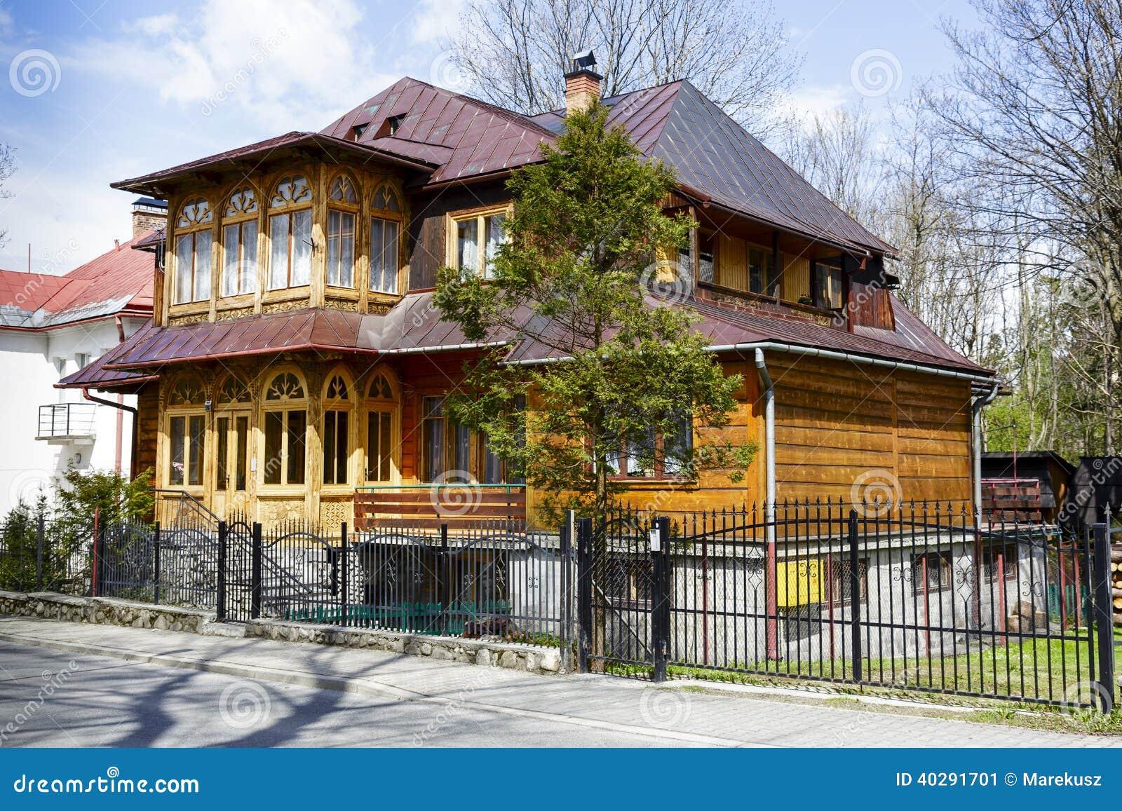 Деревянная вилла построенная в 1908 в Zakopane