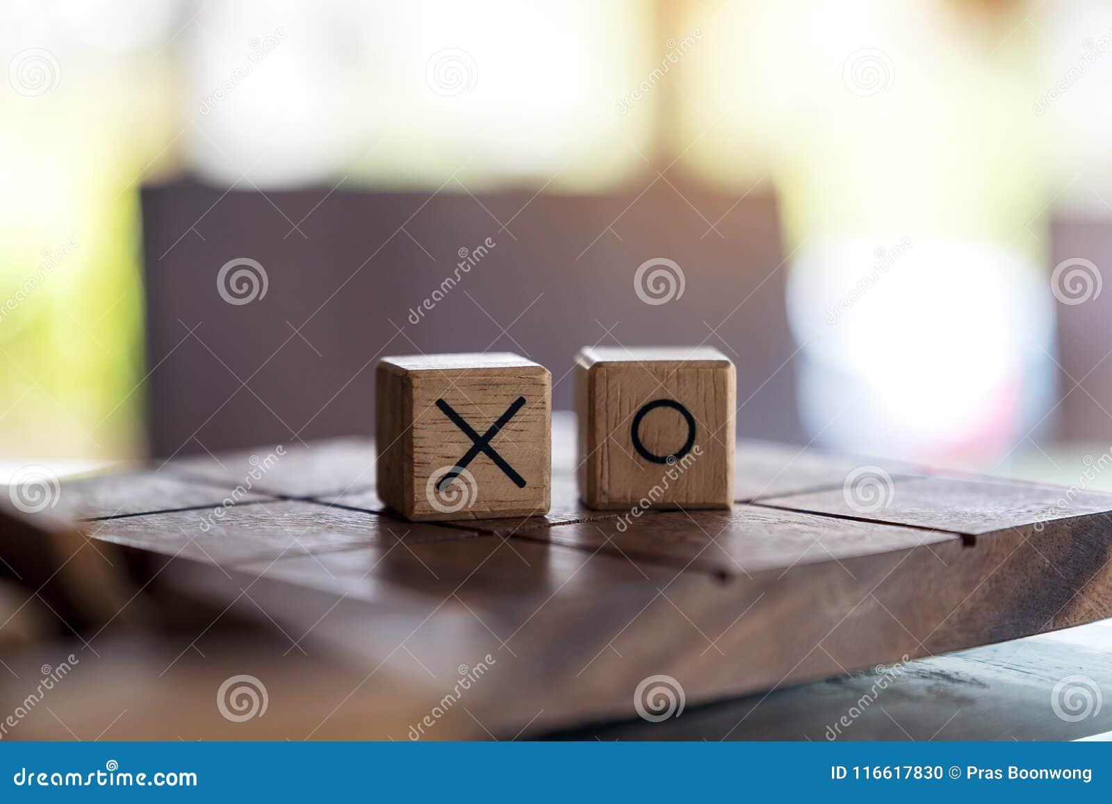 Деревянная игра пальца ноги Tic Tac или игра ВОЛА в коробке