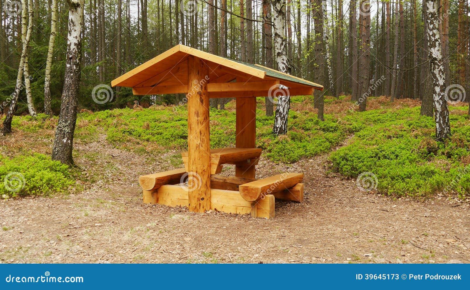 Деревянное укрытие