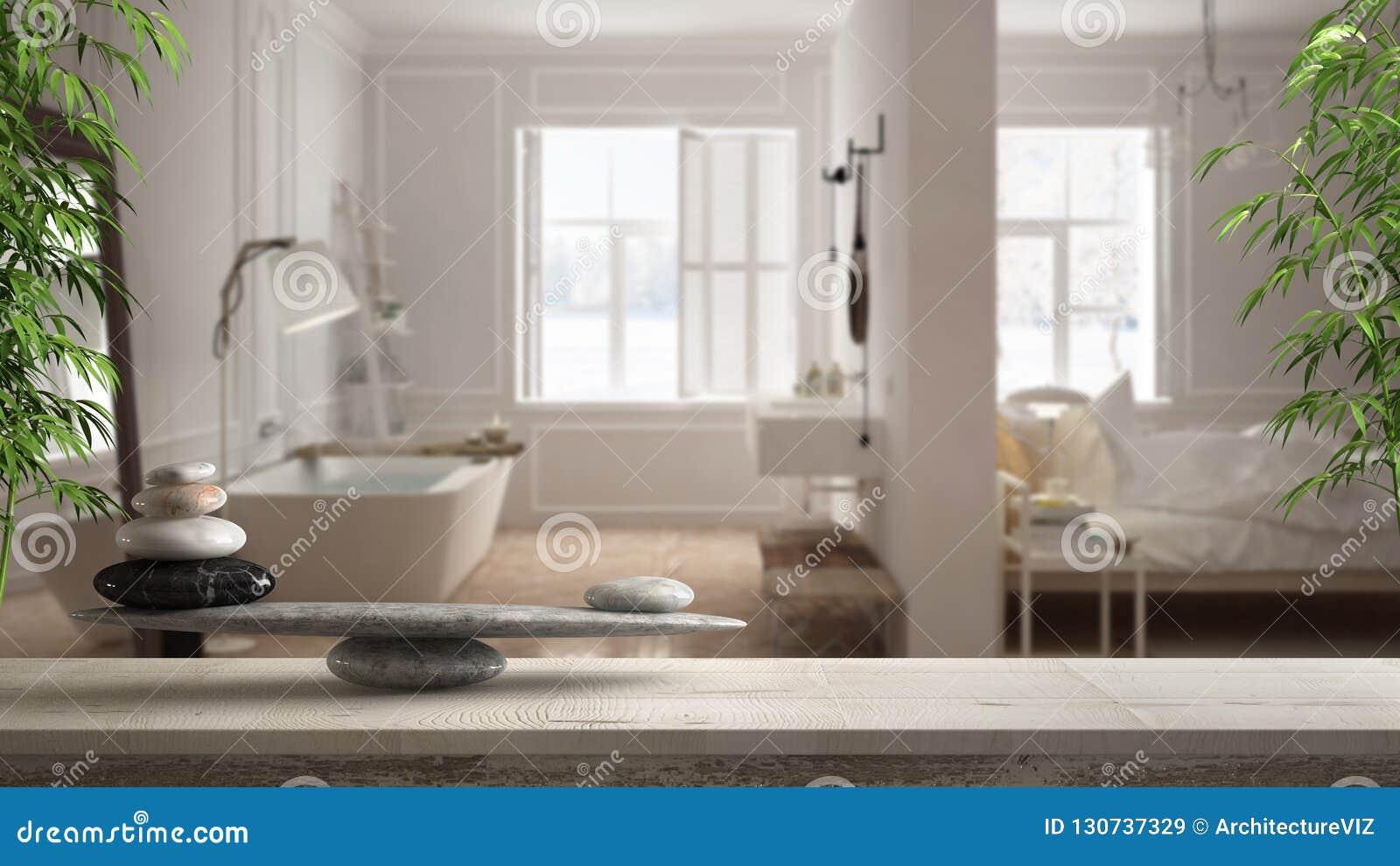 Деревянные винтажные таблица или полка с каменным балансом, над запачканными скандинавскими спальней и bathroom с панорамным окно