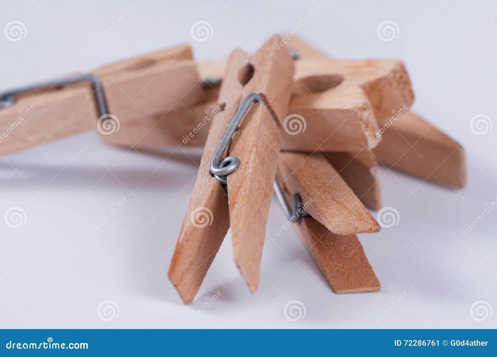 Download Деревянные колышки ткани стоковое изображение. изображение насчитывающей домоец - 72286761