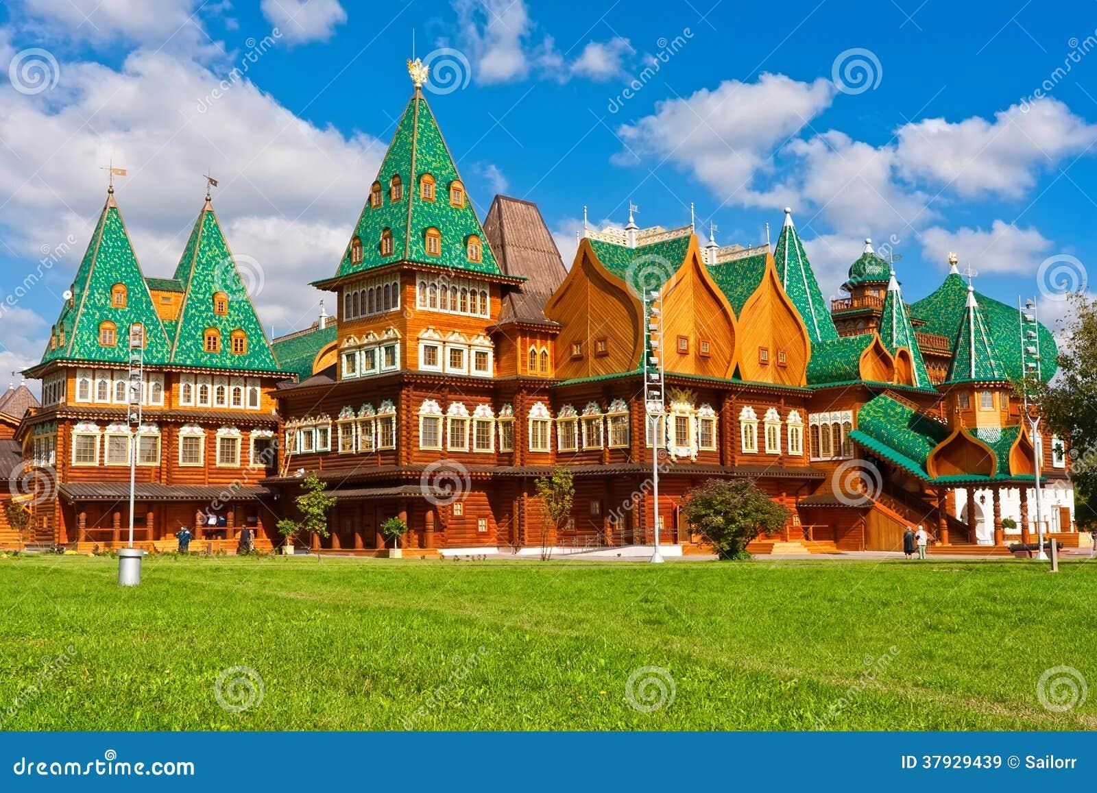 Деревянный дворец в России
