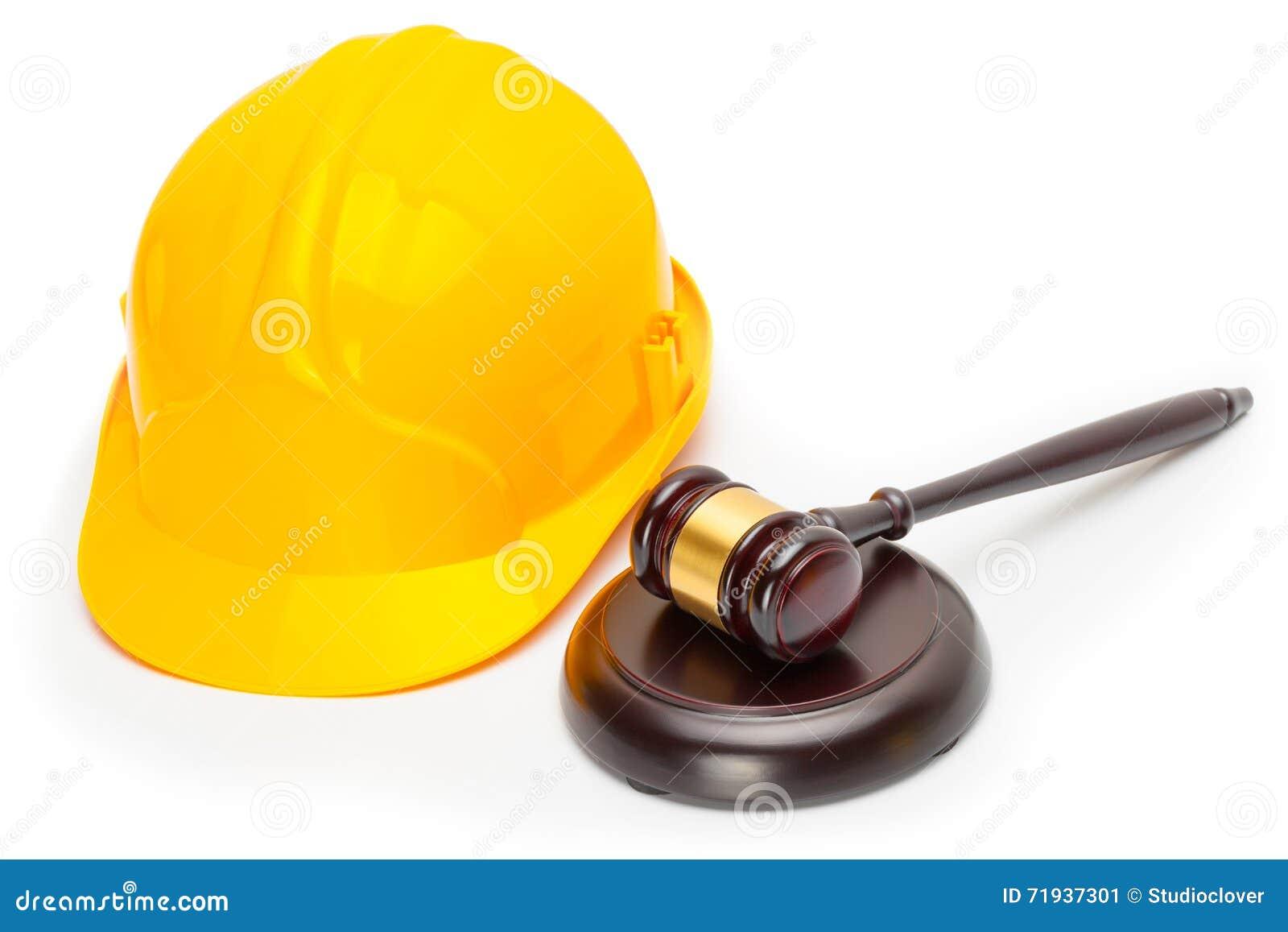 Деревянный молоток судьи с желтым защитным шлемом - всходом студии