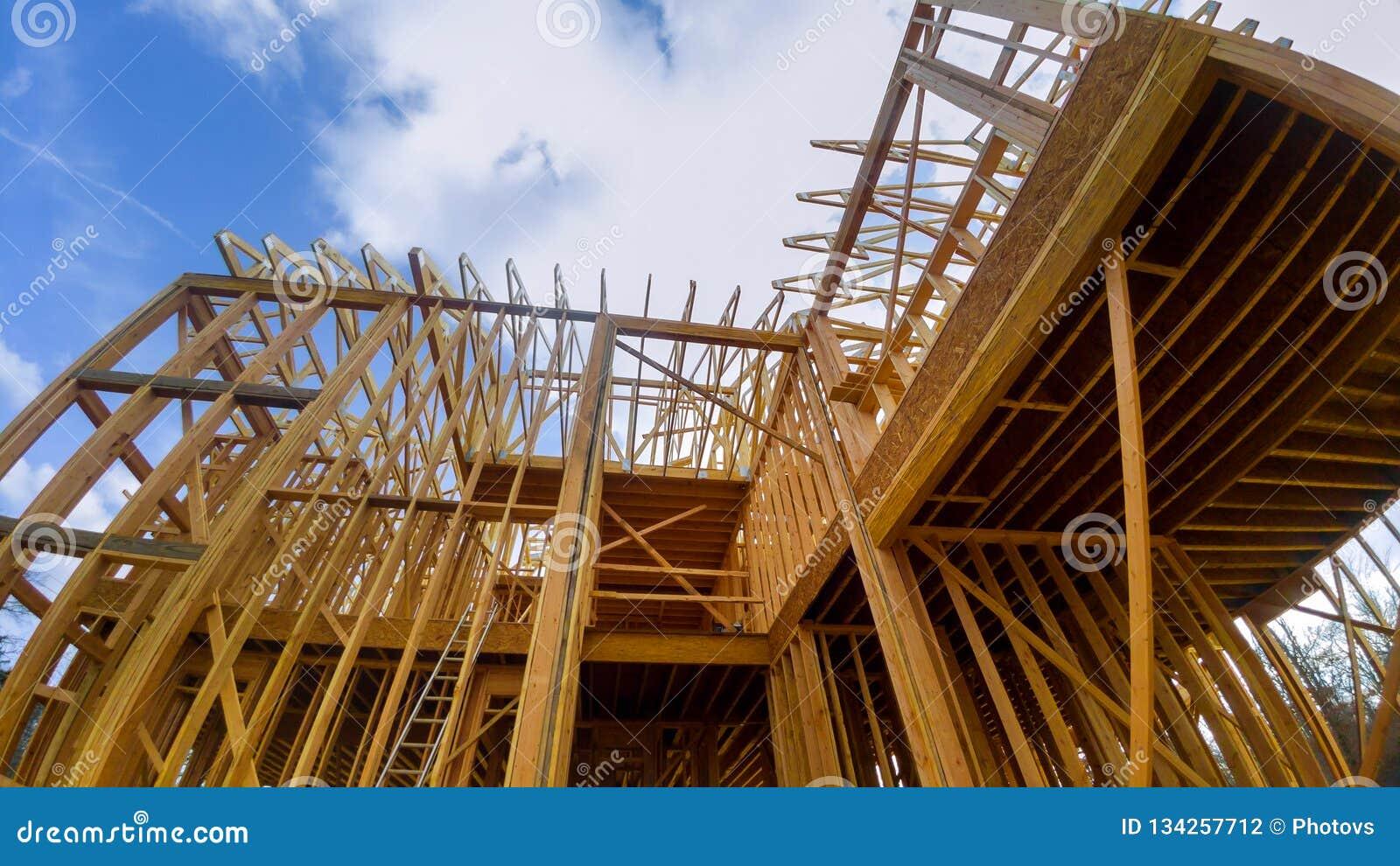 Деревянный обрамлять дома, полное новое строительство обрамлять нового дома дома, полная рамка рамки