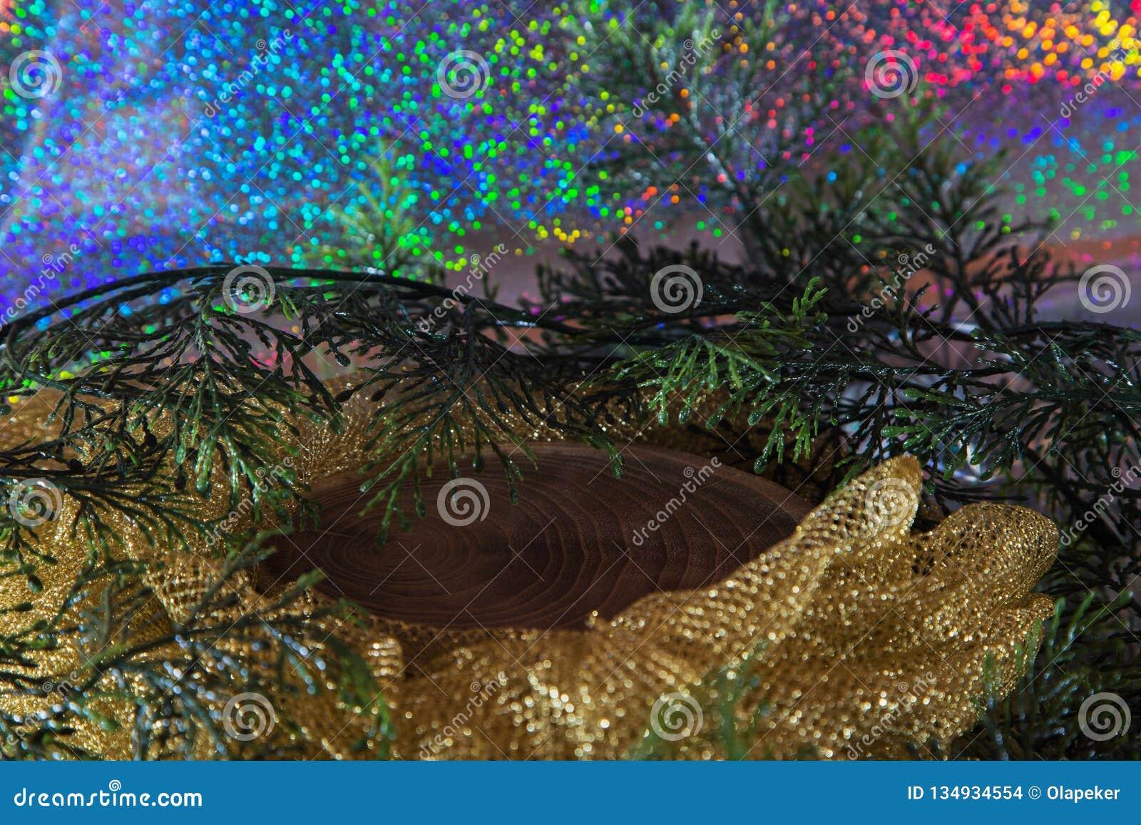 Деревянный пень на Новый Год