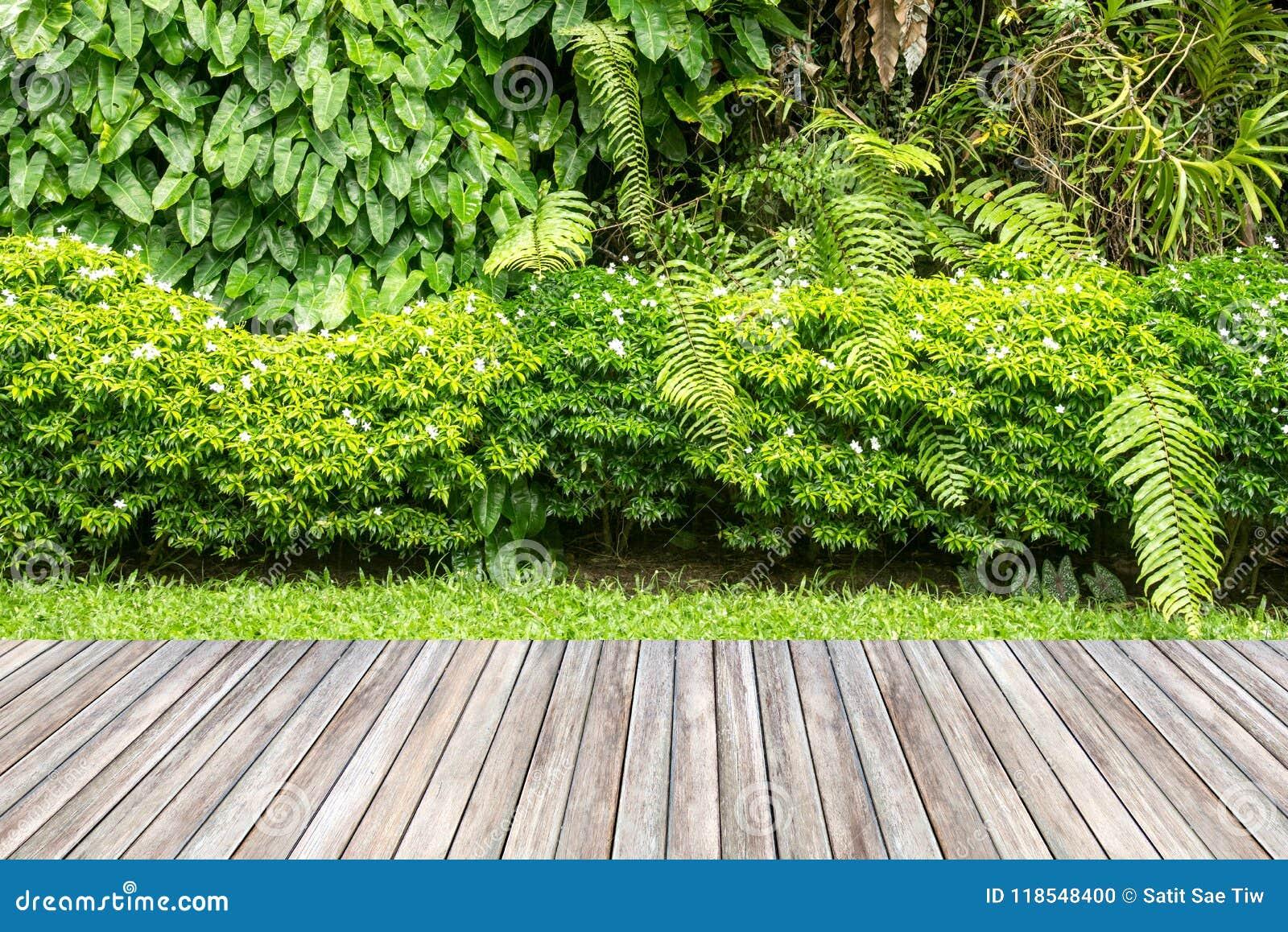 Деревянный сад украшать и завода