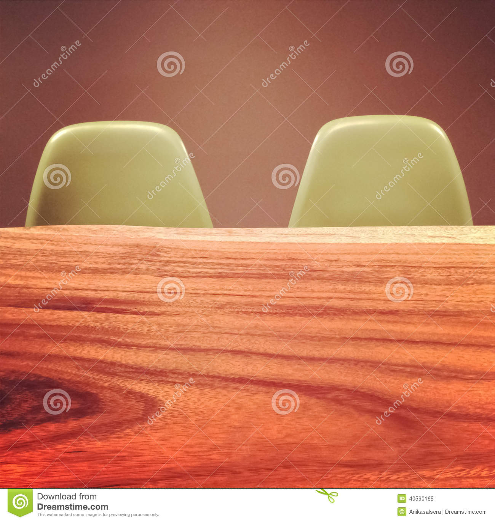 Деревянный стол и ретро стулья стиля